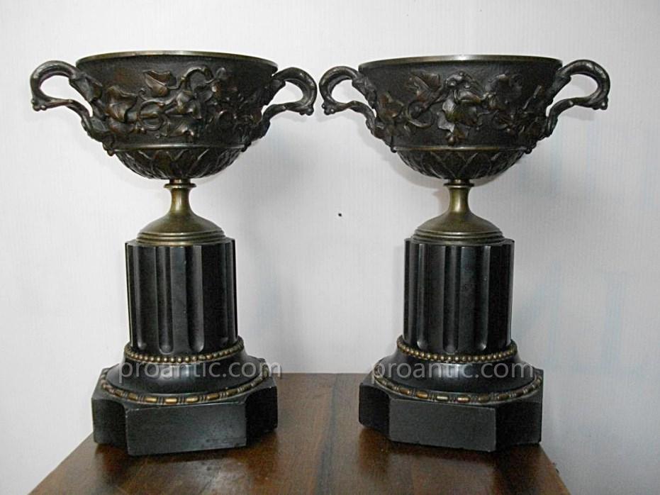 Paire De Coupes Cassolettes En Bronze Ciselé Et Marbre