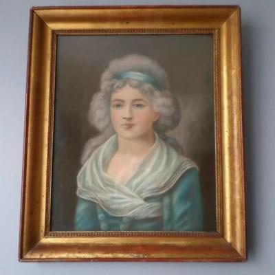 Portrait Jeune Femme De Qualité Pastel
