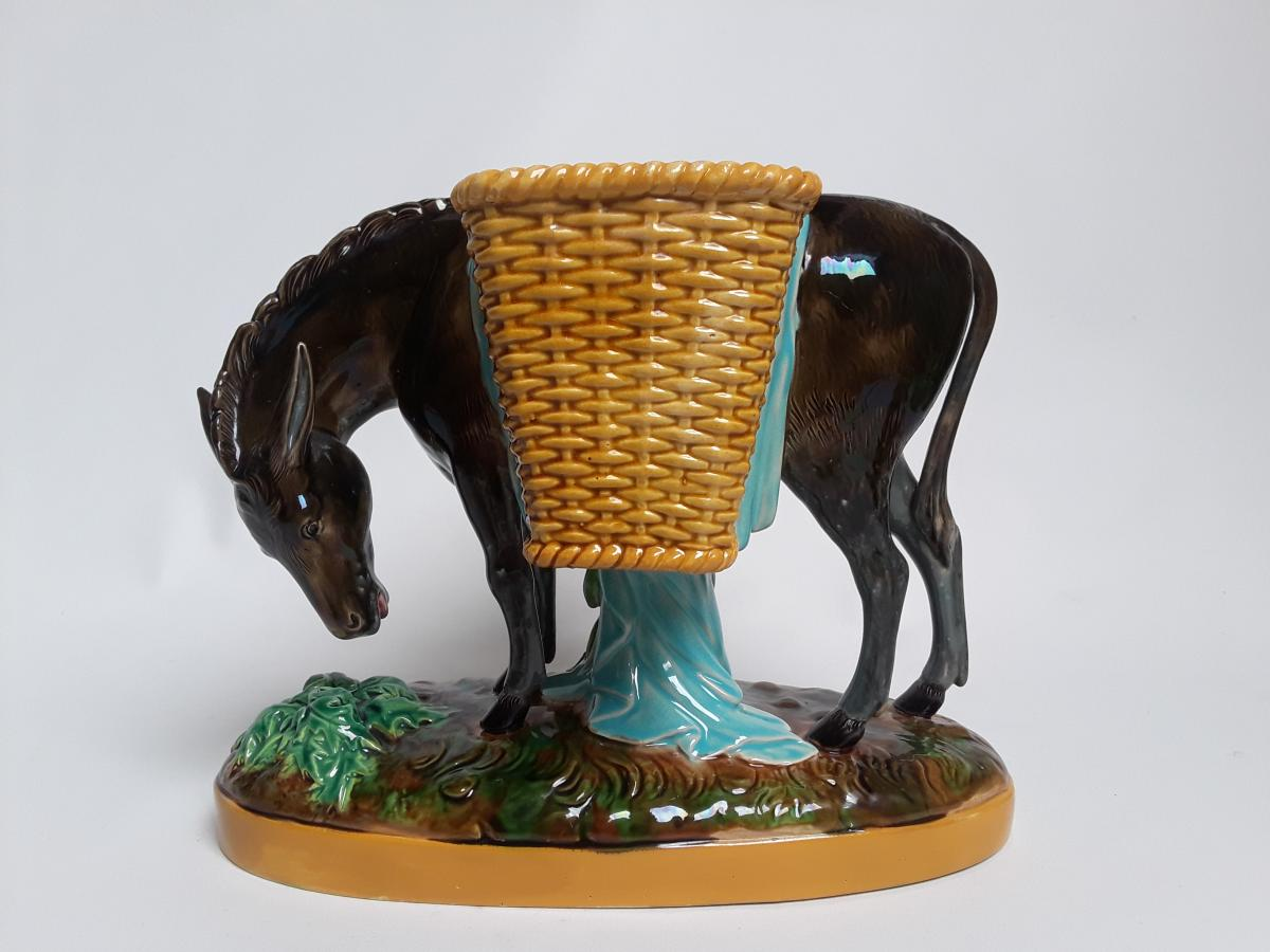 Majolica – Ane en Barbotine signé George Jones