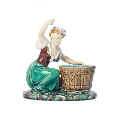 Majolica - Minton `` Washerwoman '' Modeled By Albert Carrier-belleuse