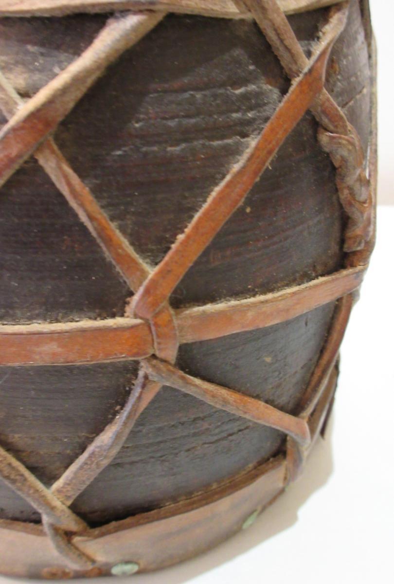 Guinea Pot Wood And Leather -photo-1