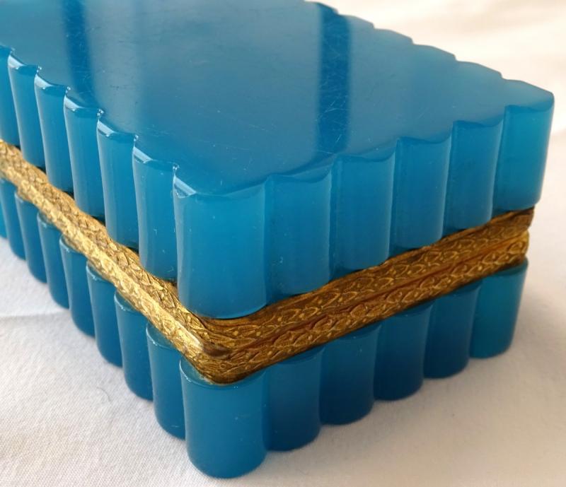 Coffret à Bijoux En Opaline Bleue d'époque XIXème Siècle-photo-4