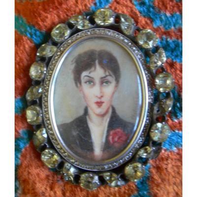 Broche 1900 en argent sertie de petits brillants - Portrait miniature androgyne signé