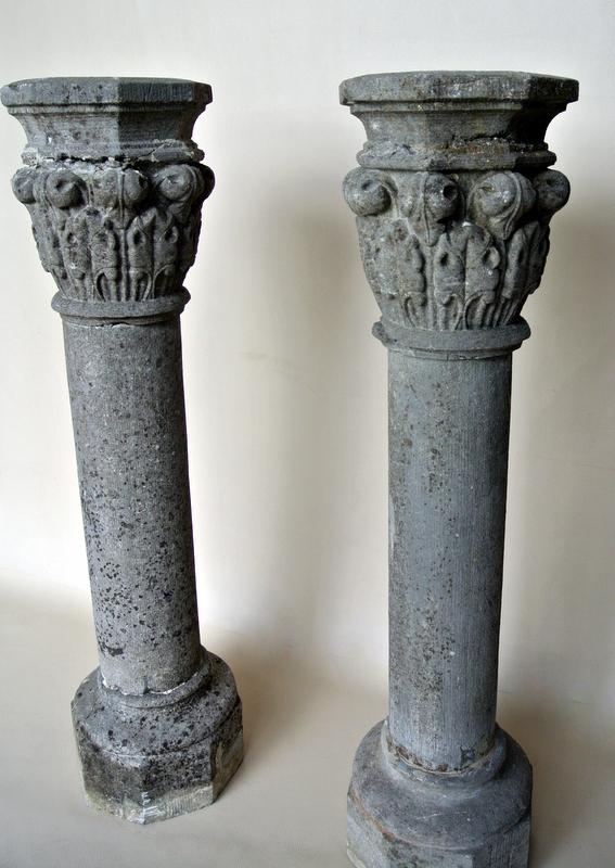Paire de colonnes en pierre de Volvic