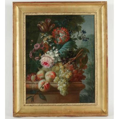 Vase De Fleurs Et Fruits Sur Un Entablement Devant Un Paysage