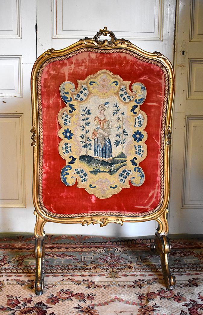 Ecran De Cheminée De Style Louis XV, Bois Doré Et Tapisserie  Aux Petits Points, Epoque XIXeme