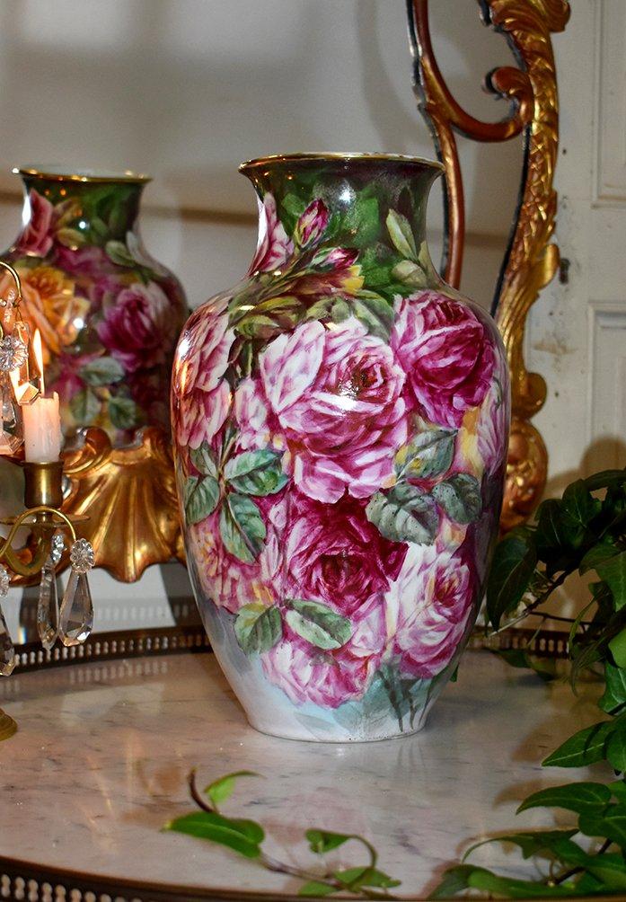 Vase En Porcelaine De Limoges, Décor De Roses, Mavaleix Et Granger ( Période 1920-1938)