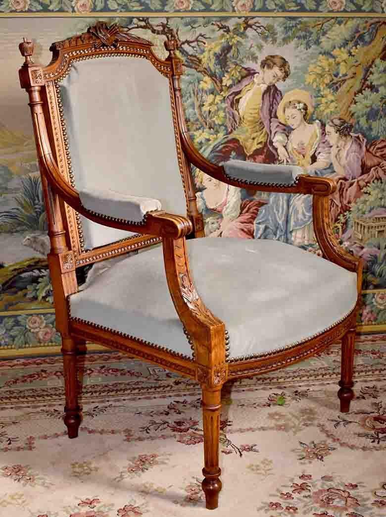 Fauteuil De Style Louis XVI, Décor à La Lyre Et à La Palette De Peintre, Epoque XIX ème