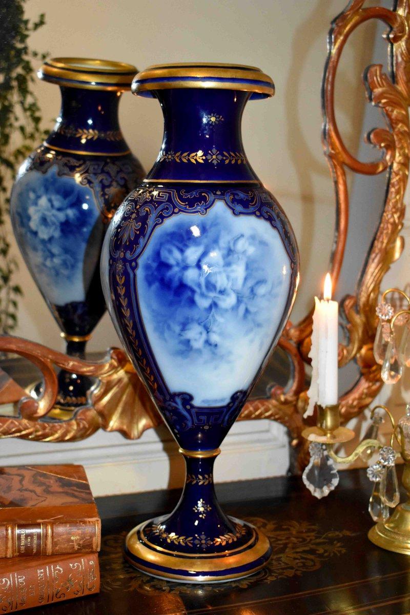 Grand Vase Balustre En Porcelaine De Limoges Signé Marcadet, Bleu De Four Réhaussé Or, Camaïeu de Bleu