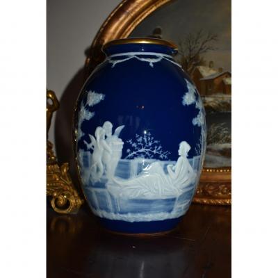 Vase en Porcelaine de Limoges, Décor à l'Antique, Signé M. Chaufriasse
