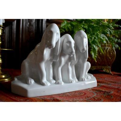 Groupe De Chiens En Porcelaine Blanche de Limoges, Manufacture Camille Tharaud, XXème