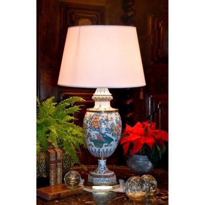 Grande Lampe En Porcelaine De Samson Dans Le Style Kakiémon, Décor Floral Polychrome Et Bronze Doré