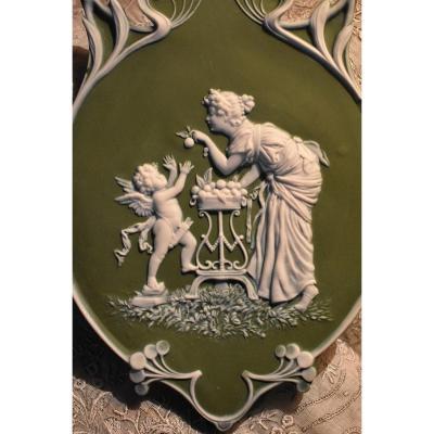 Plaque Décorative Art Nouveau Dans Le Goût De Wedgwood,  Scène Décor Antique, Venus et Cupidon, Vers 1900