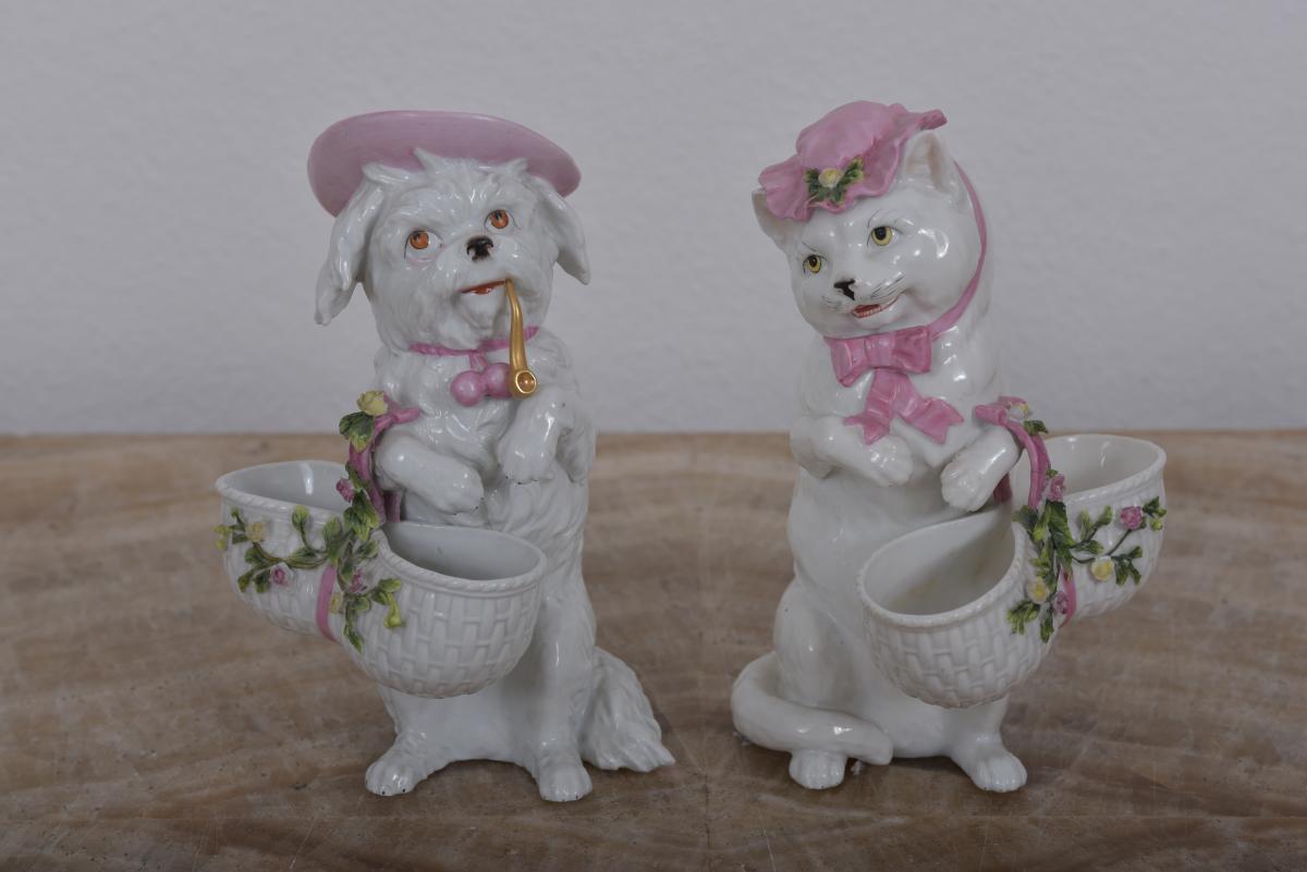 Chien Et Chat En Porcelaine Allemande Vers 1890.