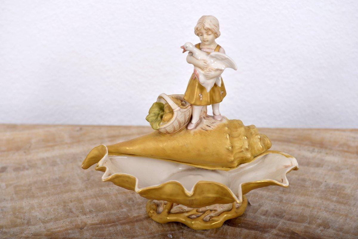 Royal Dux. Art Nouveau. Petite Fille Avec Une Oie.
