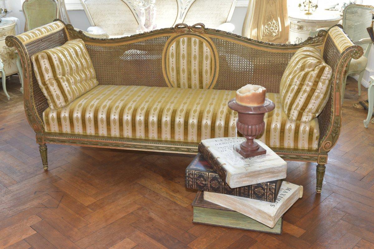 Canapé De Style Louis XVI. Epoque Napoléon III