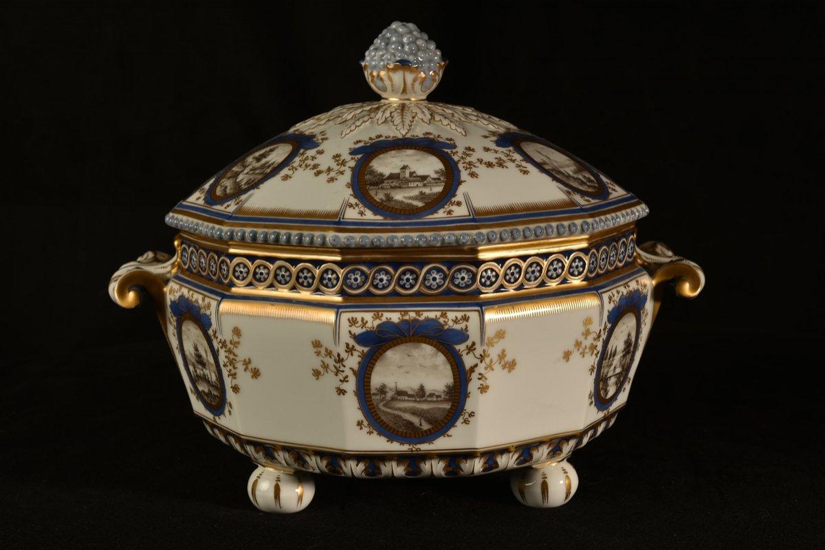 Nymphenburg. Bayerisches Königsservice. Terrine En Porcelaine. XXème.