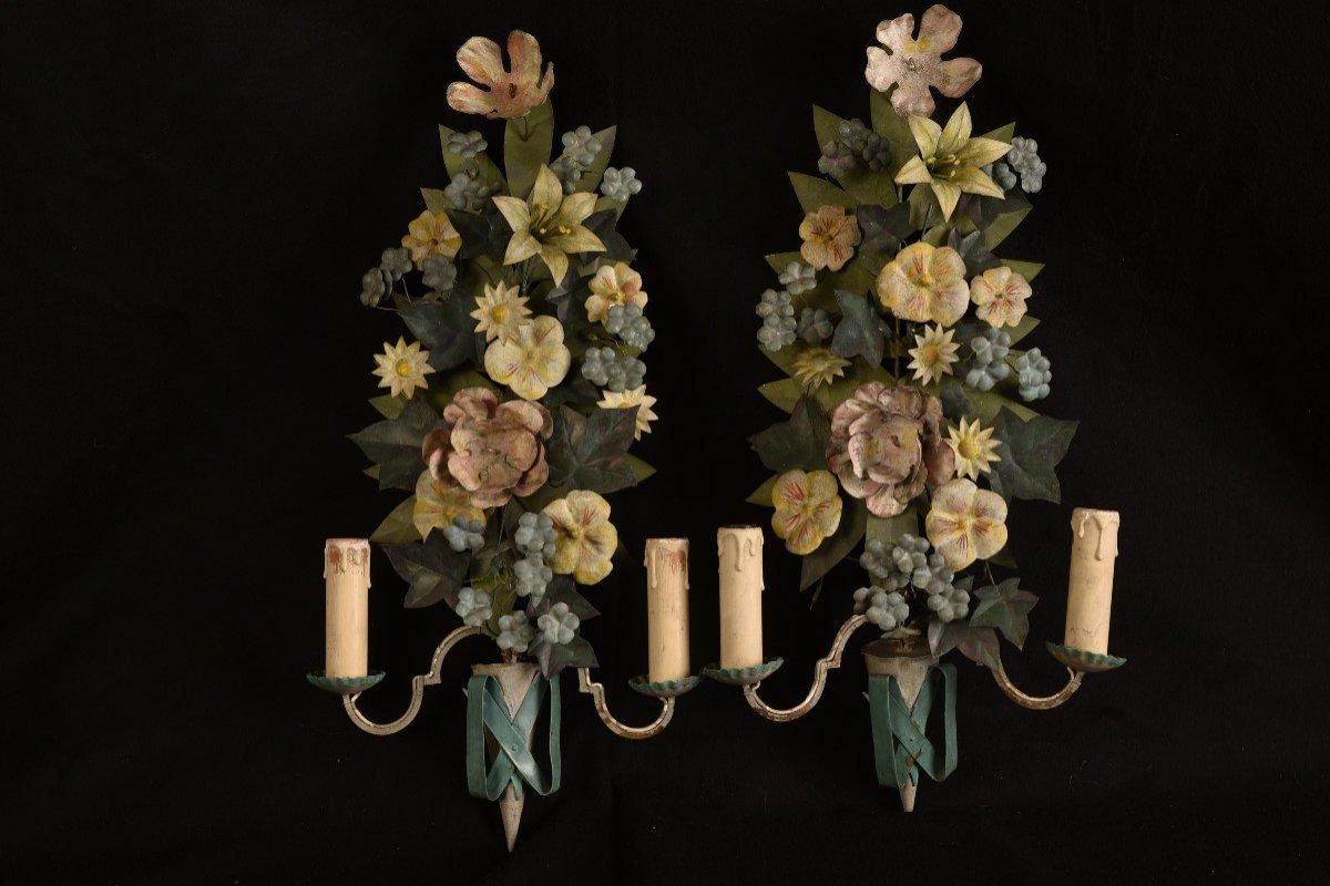 Appliques. Bouquets De Fleurs En Métal Patiné.