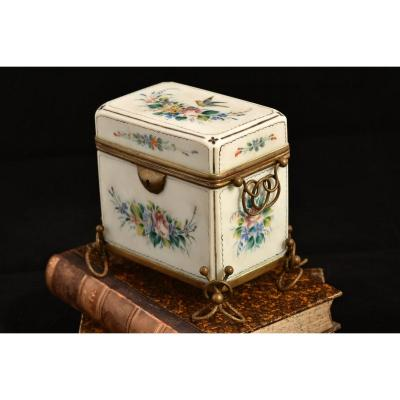 Box In Opaline. Baccarat. XIXth.