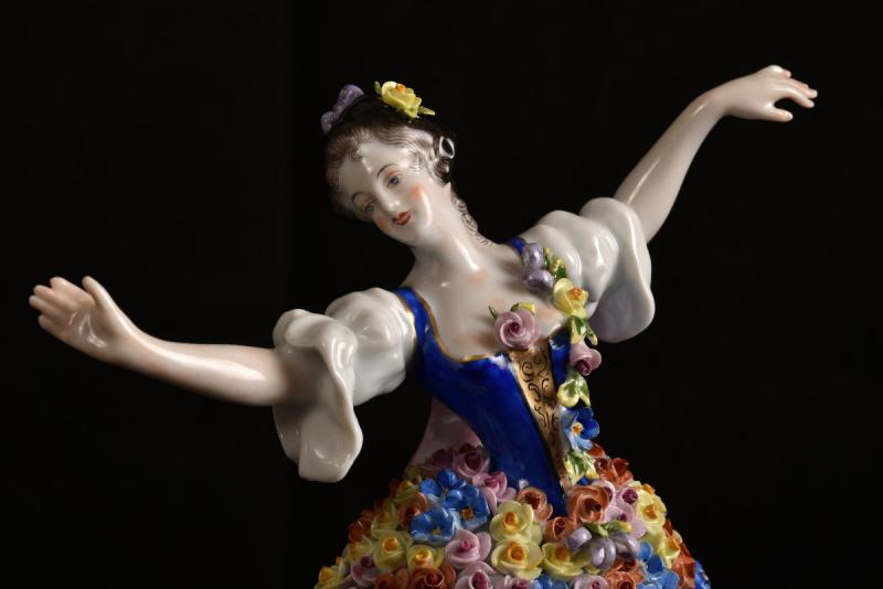 Aelteste Volkstedt. Die Rosendame. La Dame Aux Roses.-photo-3