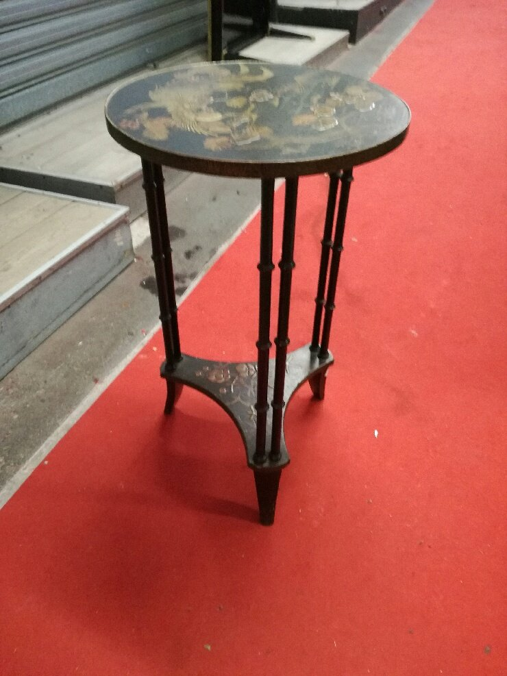 Japanese Style Pedestal Table In Black Lacquered Wood