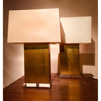 Large pair of rectangular gilded wood lamps resting on a bevelled transparent plexiglass base. Lampshade to redo. Dimensions of the lamp, 25 cm wide by 12 cm deep and 44 cm high. 69 cm high with shade.