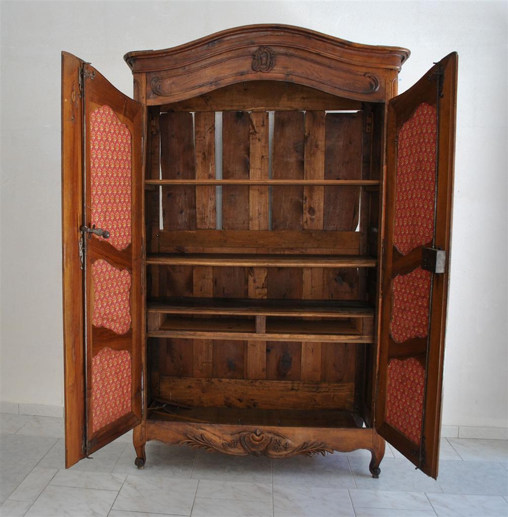 armoire proven ale louis xv poque xviii me en noyer armoires. Black Bedroom Furniture Sets. Home Design Ideas