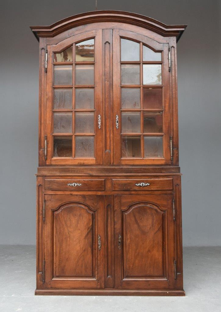 Hutch Two Corps Hat Constable Walnut XVIIIth Nineteenth