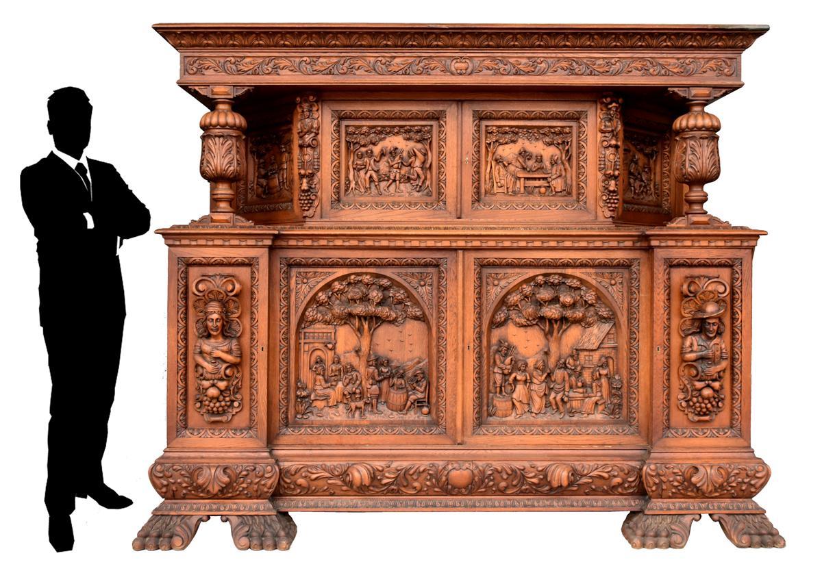 Exceptionnel Bahut Deux Corps Richement Sculpté Style Renaissance