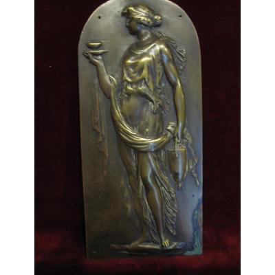 Plaque En Bronze: Femme Antique Portant Des Offrandes. S. XVIII