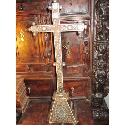 Croix De Jérusalem. En Incrustation De Nacre. Siècle XVIII