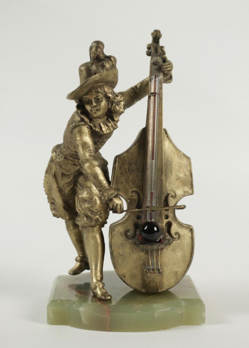 Baromètre En Régule Et Socle En Pierre Semi-précieuse Représentant Un Joueur De Violoncelle .