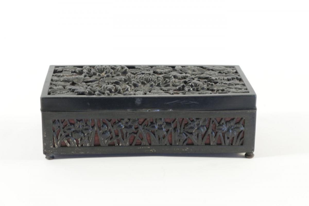 Box Art Nouveau, Metal Patina, Openwork Floral Decoration, Mahogany Interior, 1900.