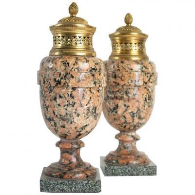 Paire De Cassolettes En Granite Rose Et Bronze Doré, époque Louis XVI, 18ème Siècle