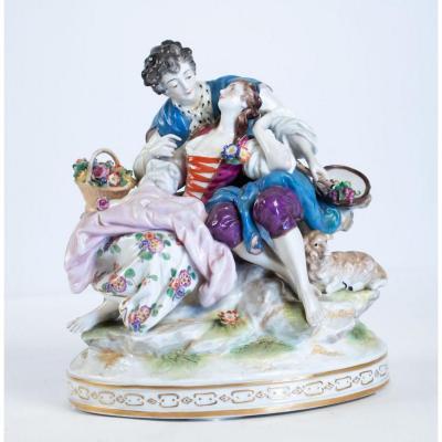 Groupe En Porcelaine Représentant Un élégant Avec Sa Courtisane, Faïence Dans Le Style Antique