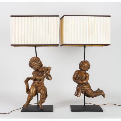 Paire d'Amours En Bois Sculpté Du XVIIIème Siècle Montés En Une Importante Lampe