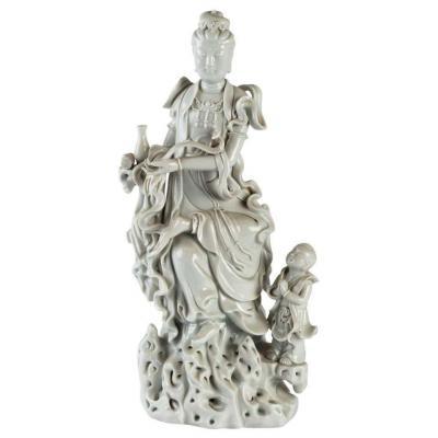 Statuette d'Une Divinité Et De Son Enfant