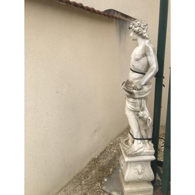 Diane Chasseresse Statue