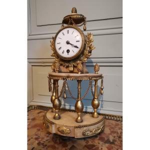 Pendule En Bronze Doré Et Marbre Blanc d'époque Louis XVI