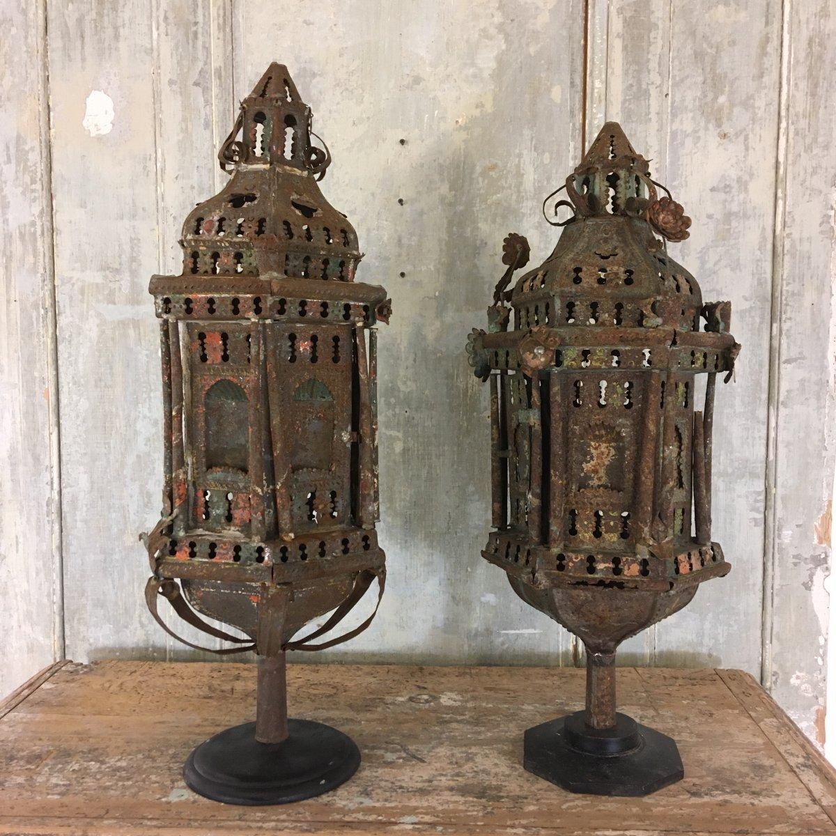 Deux Lanternes De Procession