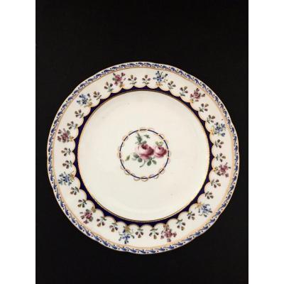 Assiette En Porcelaine Tendre De Sèvres XVIIIème Siècle