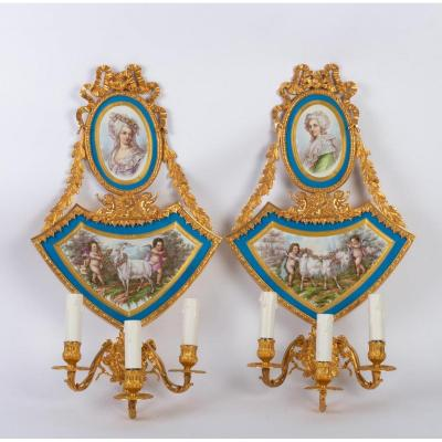 Paire d'Appliques En Bronze Doré Et  Porcelaine