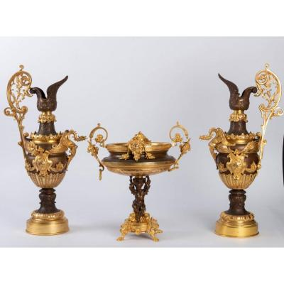 Ensemble De Deux Aiguières Et Une Coupe En Bronze Doré Et Bruni De Style Napoléon III