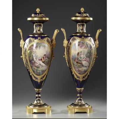 Pairede vases et leur couvercle dans le style de Sèvres Fin XIXème