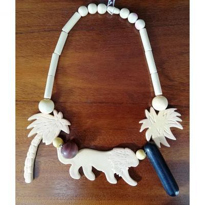 Collier parfum ISADORA  PARIS  par DANIELLE POULLAIN en galathite à motif de lion et palmier
