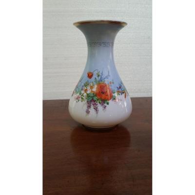 Baccarat , Vase En Cristal Opaline