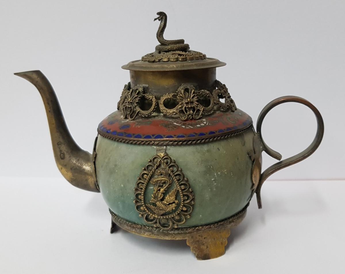 Celadon And Enamelled Enamelled Enamelled Jar In Bronze
