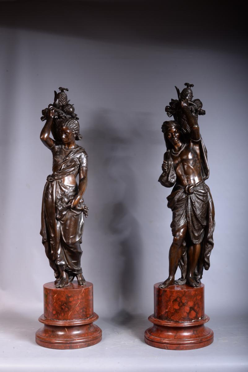 Paire De Sculptures En Régule Représentant Un Couple d'Africain