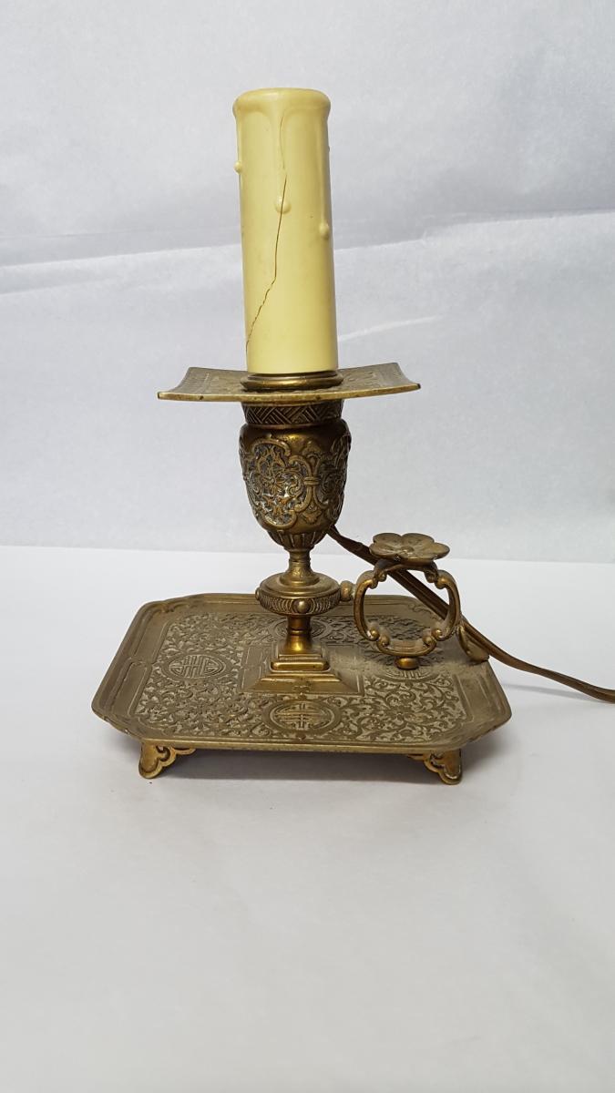 Bougeoir à main en bronze ciselé doré signé Armand Point