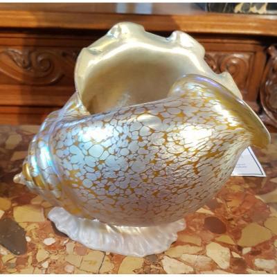 Johan Loetz Witwe vase en verre jaune irisé en forme de conque